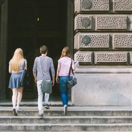 An Essential Guide to Choosing the Right University